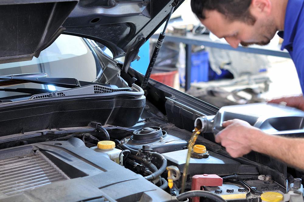 Залить новое масло в двигатель