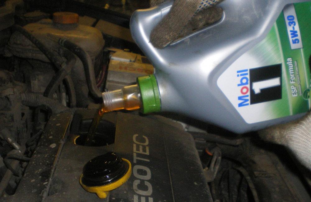 Залить масло в мотор