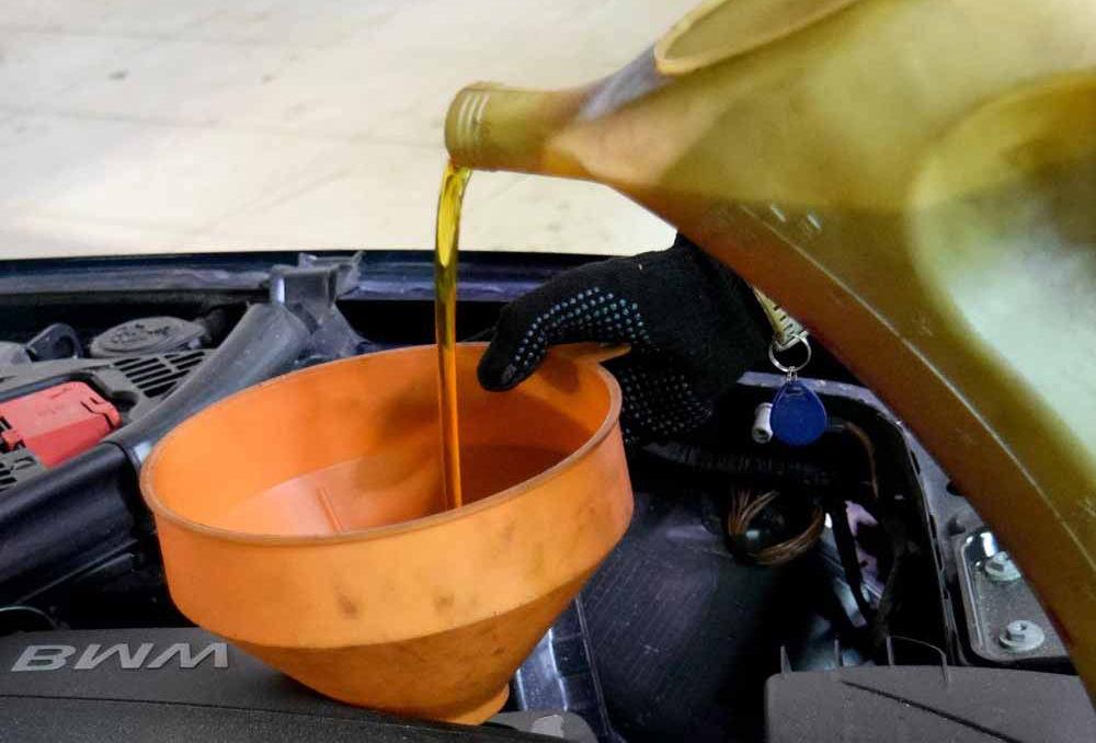 Залить масло