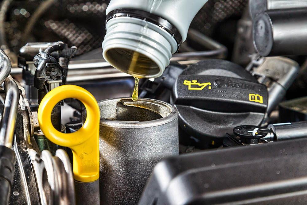 Добавить трансмиссионное масло в двигатель