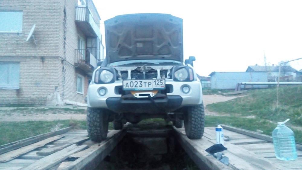 Установить авто на яму